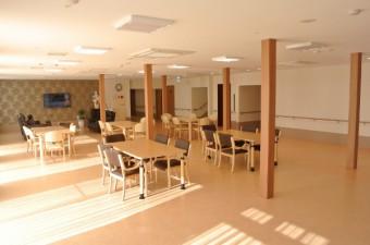 1階食堂・居間 (600x402)
